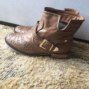 Cute forever 21 studded brown boots